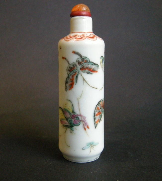 Snuff bottle porcelain painted with butterflys